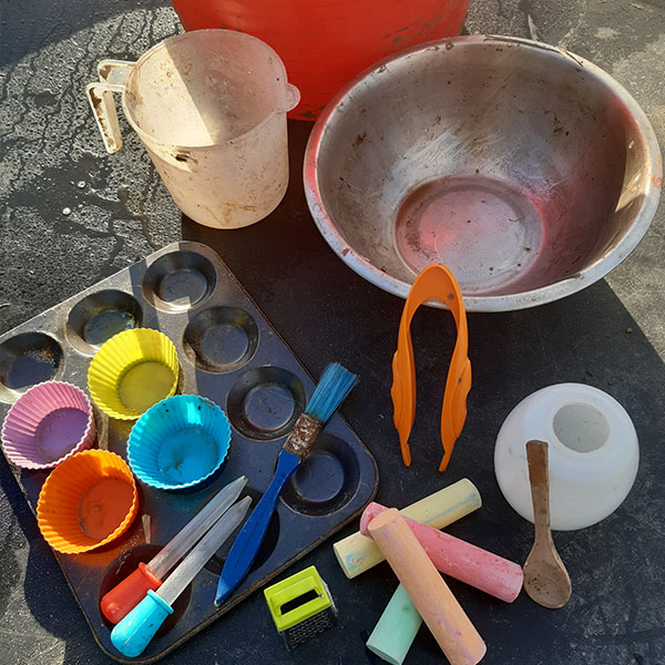 Setting up engaging invitations to play for children of all ages, can be the beginning of hours of exploration, creativity and connection.  So we have created a kit, which will include everything you need to set up a tuff tray working area in your garden